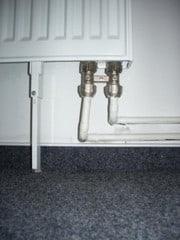 Heizungsrohre ohne Längendehnungsausgleich führten zu einem Wasserschaden